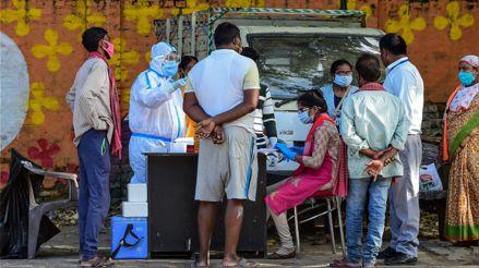 Enfermedad desconocida lleva a 450 personas a un hospital y deja un muerto en India