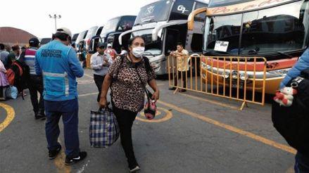 Postergan viajes terrestres al norte y sur por bloqueos de trabajadores agrarios en la Panamericana