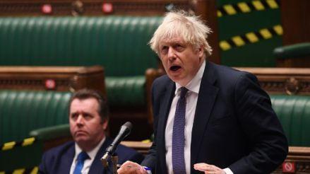 """Boris Johnson defiende el nuevo confinamiento para ganar la """"carrera"""" contra el coronavirus"""