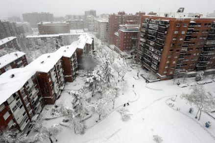 Una tormenta de nieve siembra el caos en España [FOTOS]