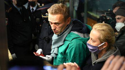 Policía rusa detiene al opositor Alexéi Navalny en el aeropuerto de Moscú tras su arribo desde Alemania