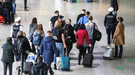 Reino Unido pedirá test negativo de COVID-19 a viajeros que lleguen al país desde este lunes