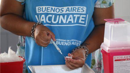 Escándalo de vacunaciones irregulares en Argentina y Ecuador [Audiogalería]