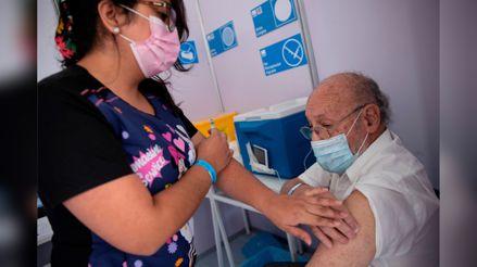 COVID-19: ¿Cómo se lleva a cabo la vacunación de los adultos mayores en Chile?