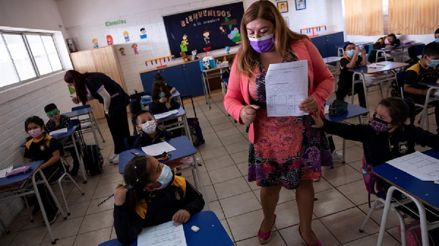 Chile: Profesores llaman a suspender clases escolares ante aumento de casos de COVID-19