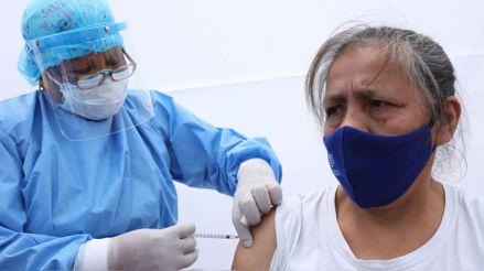 Adultos mayores serán vacunados desde este lunes: consulta si eres parte de la primera lista