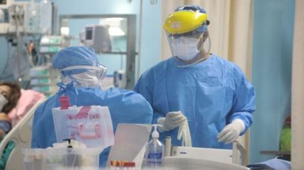 ¿Cuál es el efecto de la pandemia de la COVID-19 en la salud mental del personal de primera línea?