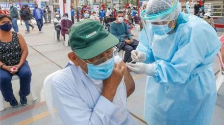 Vacunación de adultos mayores de 80 años: ¿Cómo registrarse en la plataforma