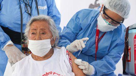 COVID-19: ¿Por qué garantizar la vacunación de los adultos mayores es una política de salud pública?