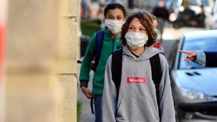 En menores de 10 años hay menos contagios de COVID-19 que en adolescentes, afirma infectólogo
