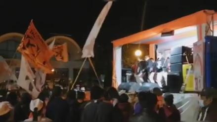Huancayo: Policía interviene mitin de cierre de campaña donde se realizaba concierto