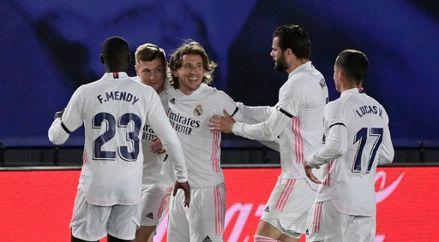 Real Madrid venció por 2-1 a FC Barcelona por la fecha 30 de LaLiga