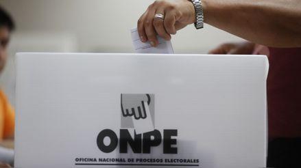 Arequipa: Electores empujaron las rejas de local de votación tras hacer largas filas