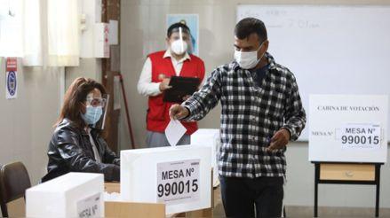 El ministro de salud descarta vacunar a los miembros de mesa antes de la segunda vuelta