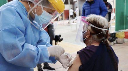 Pongo el Hombro: preguntas y respuestas sobre la vacunación de los adultos mayores