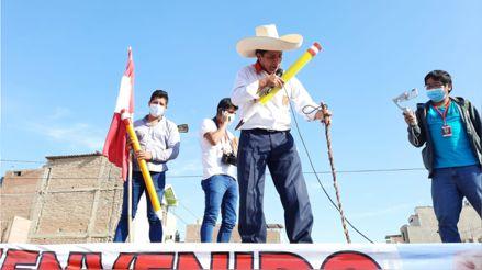 Pedro Castillo llega a Piura tras realizar mitin en Olmos durante horario de toque de queda