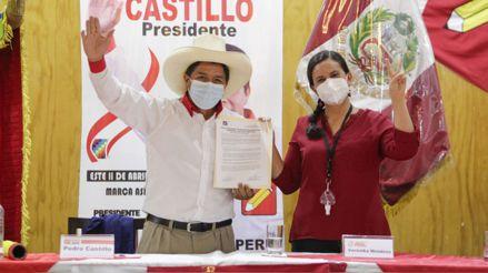 Las opiniones sobre el acuerdo firmado entre Pedro Castillo y Verónika Mendoza