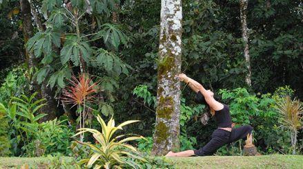Indonesia deporta a un canadiense por organizar una clase de yoga