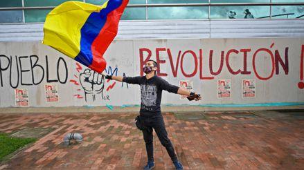 ¿Qué podemos aprender del actual contexto político en Colombia y El Salvador? [Audiogalería]