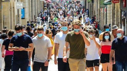 Francia se encamina al fin de las mascarillas en el exterior
