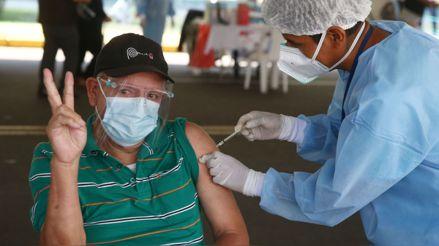 Vacunación contra la COVID-19 en el Perú: Errores, aciertos y retos [Análisis]