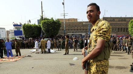 Yemen: rebeldes ejecutaron públicamente a tres hombres condenados por crímenes contra niños