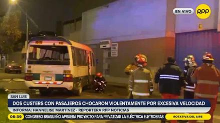 San Luis: dos cústeres con pasajeros chocaron violentamente por ir a excesiva velocidad [VIDEO]