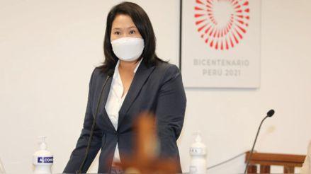 Keiko Fujimori visitó a simpatizantes que acamparon frente a Palacio de Justicia