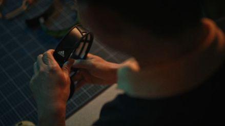 Los nuevos audífonos inalámbricos de Adidas se cargarán con luz solar