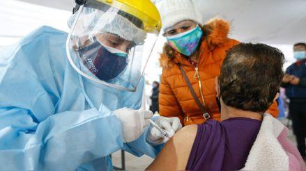 La vacunación en el Bicentenario: el desafío del gobierno de mantener una estrategia que camina a buen ritmo