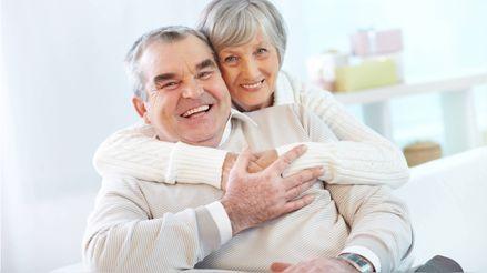 Adultos mayores: ¿Qué vitaminas deben estar presentes en su alimentación?