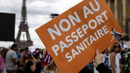 Francia: Emmanuel Macron contrarresta a los antivacunas con una ofensiva en redes sociales