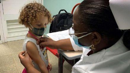 Cuba comienza a vacunar a niños y adolescentes contra la COVID-19