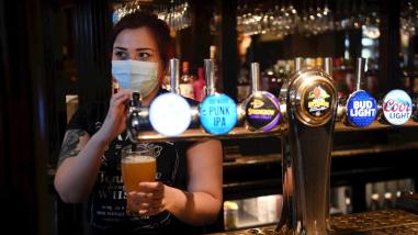 EE.UU.: Los Ángeles exigirá vacuna anticovid para entrar a bares y clubes nocturnos