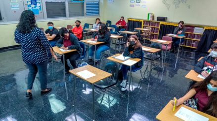 Estados Unidos: Nueva norma en Florida deja a los padres decidir si sus hijos hacen cuarentena