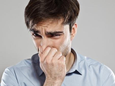 cuando la orina huele muy mal