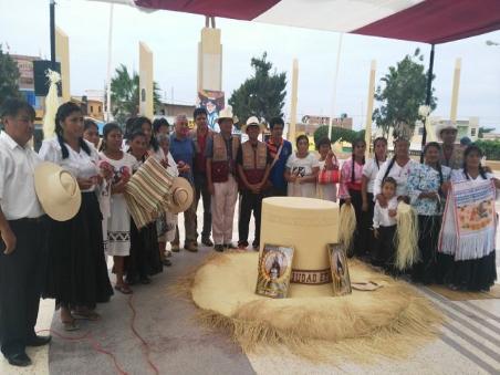 Chiclayo  artesanos enseñaron como confeccionar sombrero de paja ... b55bb80d880