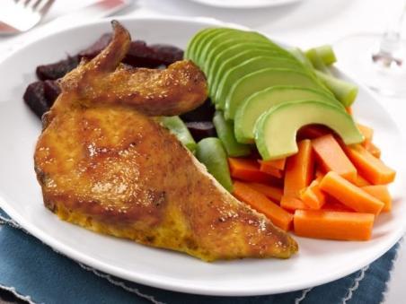 Pollo a la plancha con arroz y ensalada calorias