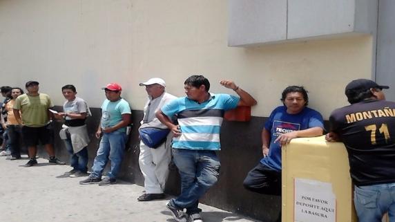 Chiclayanos forman largas colas para comprar entradas para el Perú-Chile