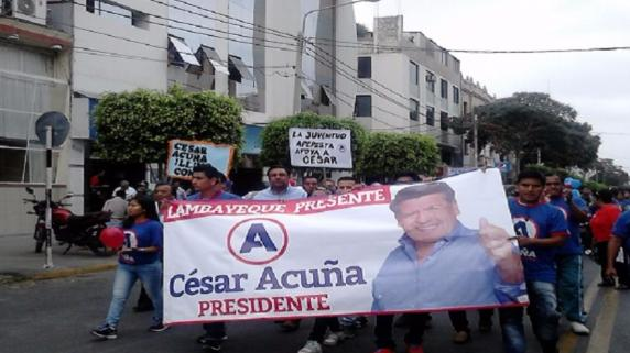Marcha de apoyo a César Acuña generó enorme caos vehicular.