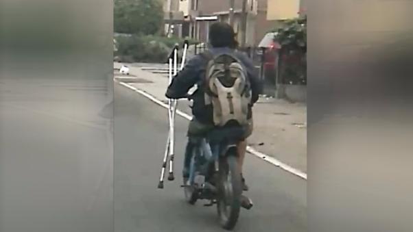 Discapacitado moto rizado