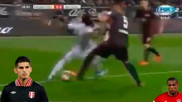 Carlos Zambrano enfrentó a Douglas en la Bundesliga