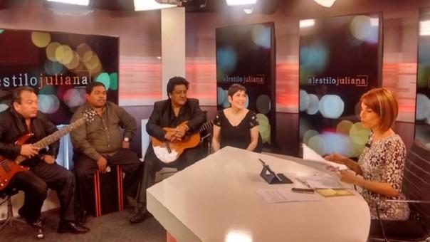 Cecilia Barraza y su conjunto musical en Al Estilo Juliana