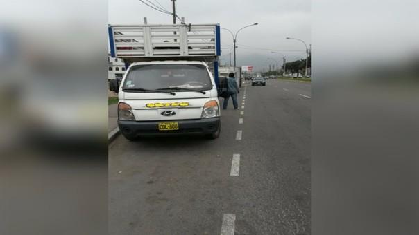 Camiones en paradero(Los Olivos)