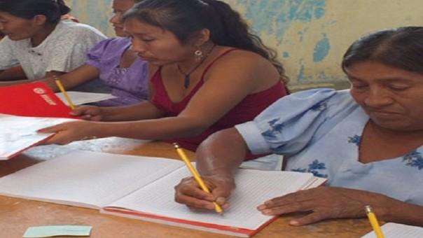 Hombres y mujeres de Lambayeque serán alfabetizados por la Gerencia de Educación.