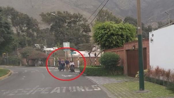 Vecinos de Surco caminan en la pista