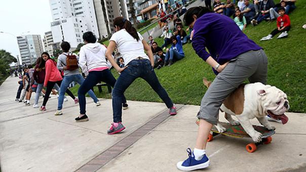 El can logró su hazaña en la Costa Verde de Lima ante una pequeña multitud de personas