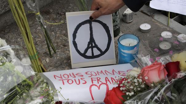Atentados en París dejan 129 muertos.