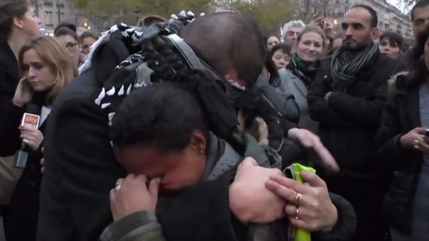 Facebook: Así respondieron los franceses cuando un musulmán pidió un abrazo