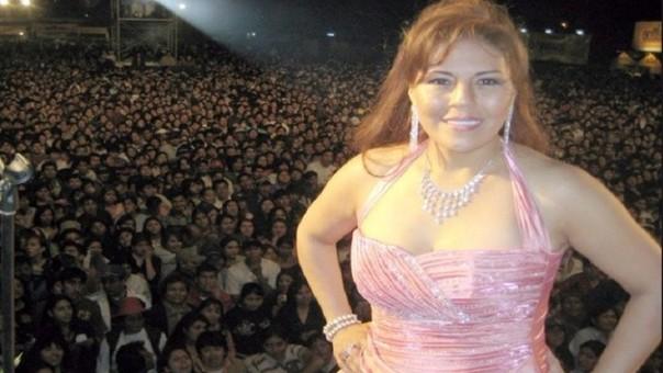 Dina Páucar alzó su voz de protesta